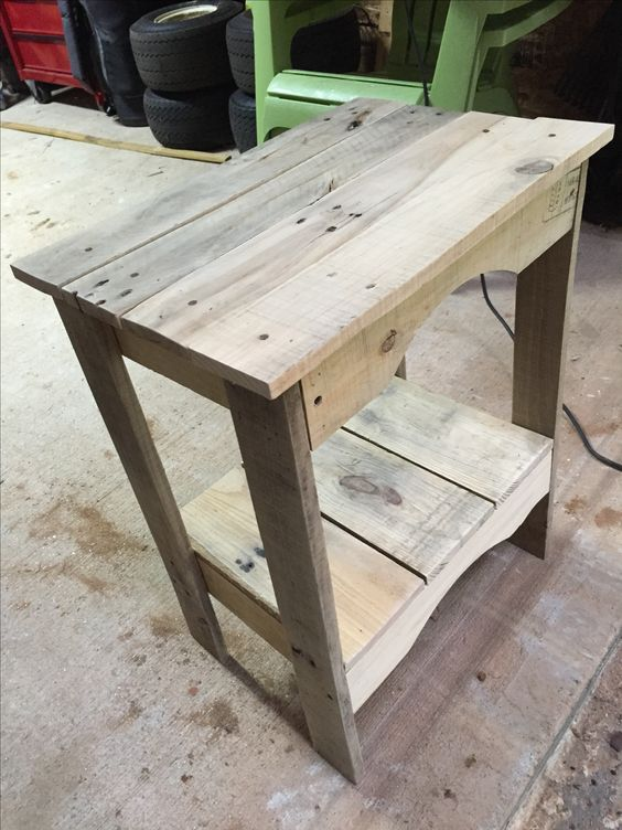 18. EASY TO BUILD OUTDOORS END TABLE