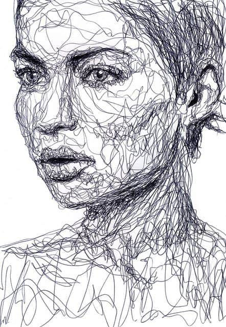 WOMAN SCULPTED BY AN ENDLESS LINE