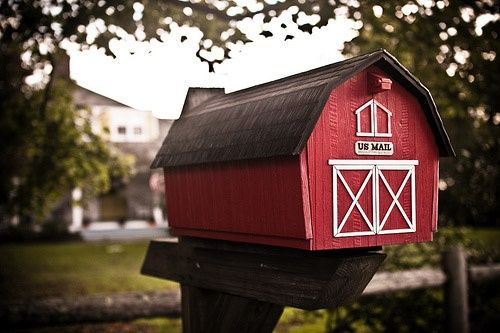 43. LITTLE RED FARM MAILBOX