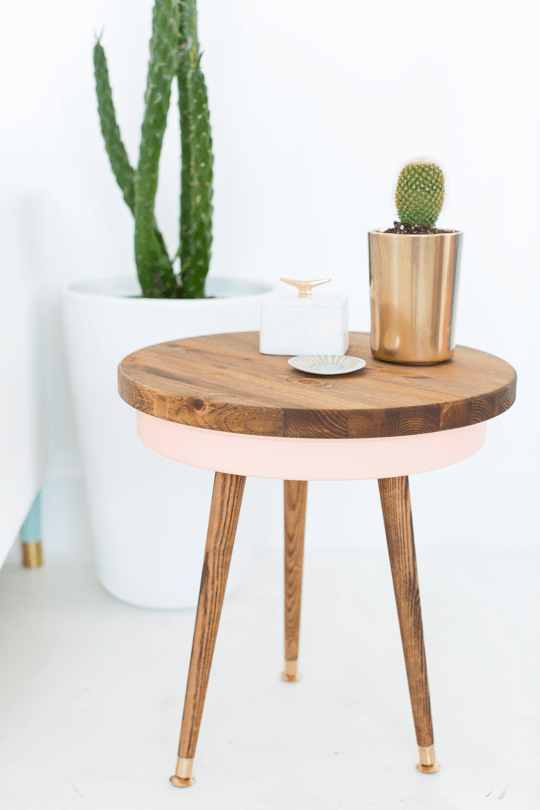 38. TRENDY ROUND WOODEN END TABLE