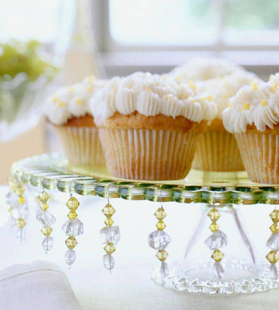 32. ADD JEWELRY ACCENTS TO YOUR DESSERT STAND