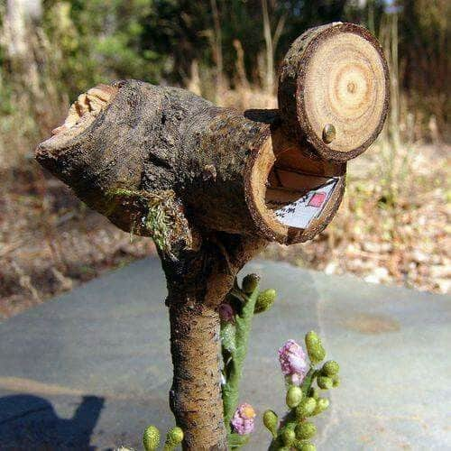 23. PRAISE NATURE WITH A TREE TRUNK DIY MAILBOX