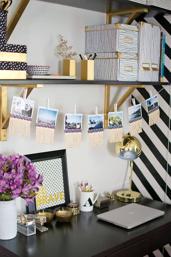 26. DECORATE YOUR DESK WITH MEMORIES AND CONTRAST