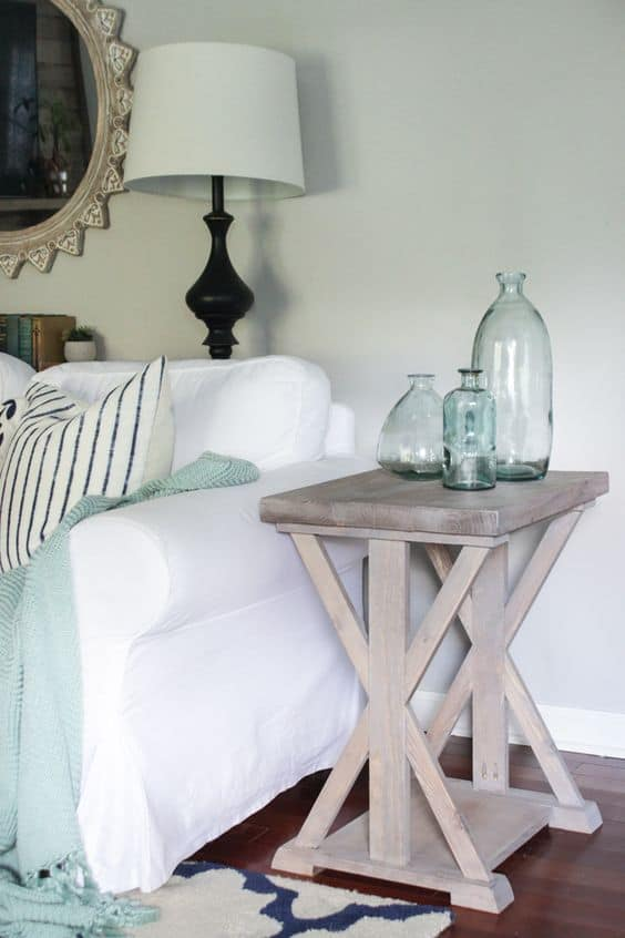 16. STYLISH LOOKING WOODEN END TABLE
