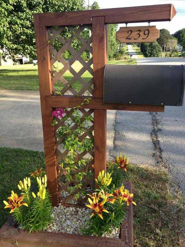 6. SMALL TRELLIS AND GREENERY SUPPORTING YOUR MAIL