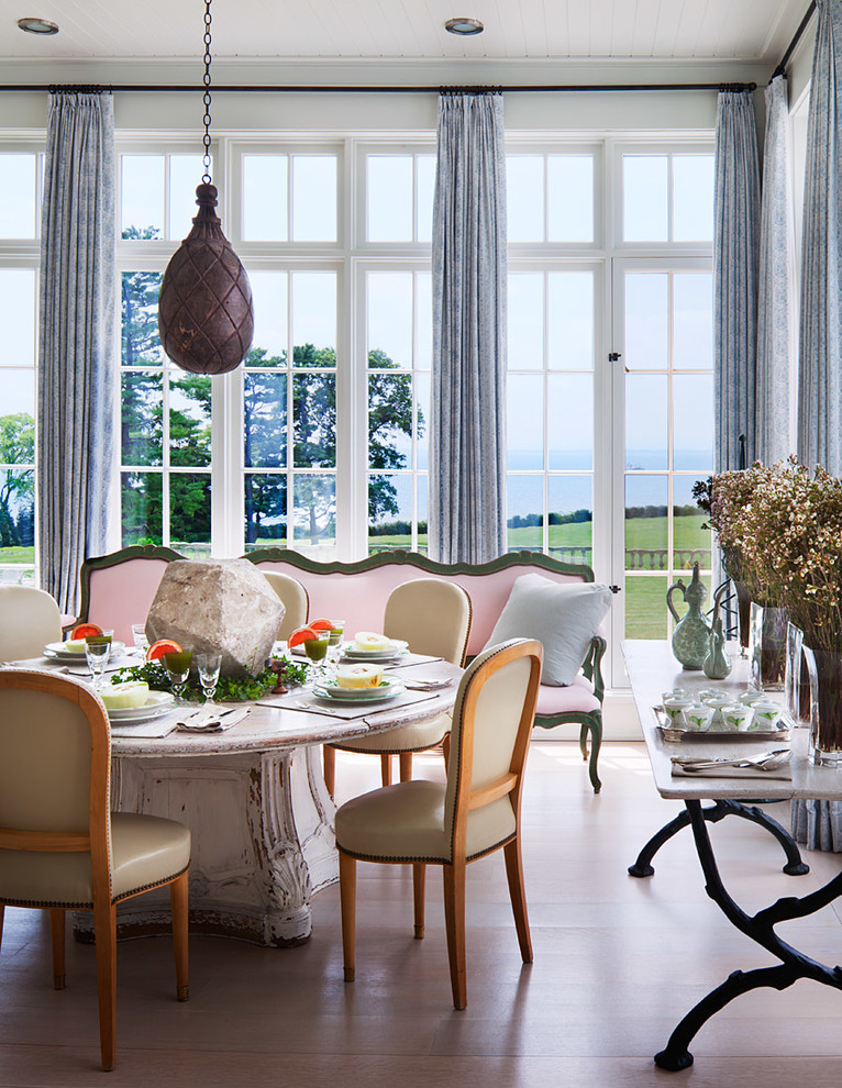 20 Fantastic Traditional Dining Room Interiors That Sparkle With Elegance 12