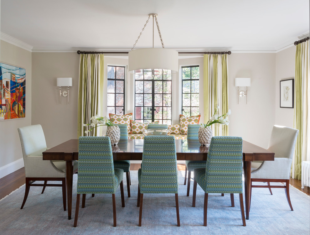 20 Fantastic Traditional Dining Room Interiors That Sparkle With Elegance 3