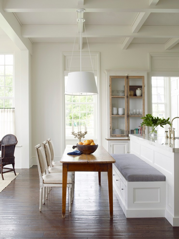 20 Fantastic Traditional Dining Room Interiors That Sparkle With Elegance 4