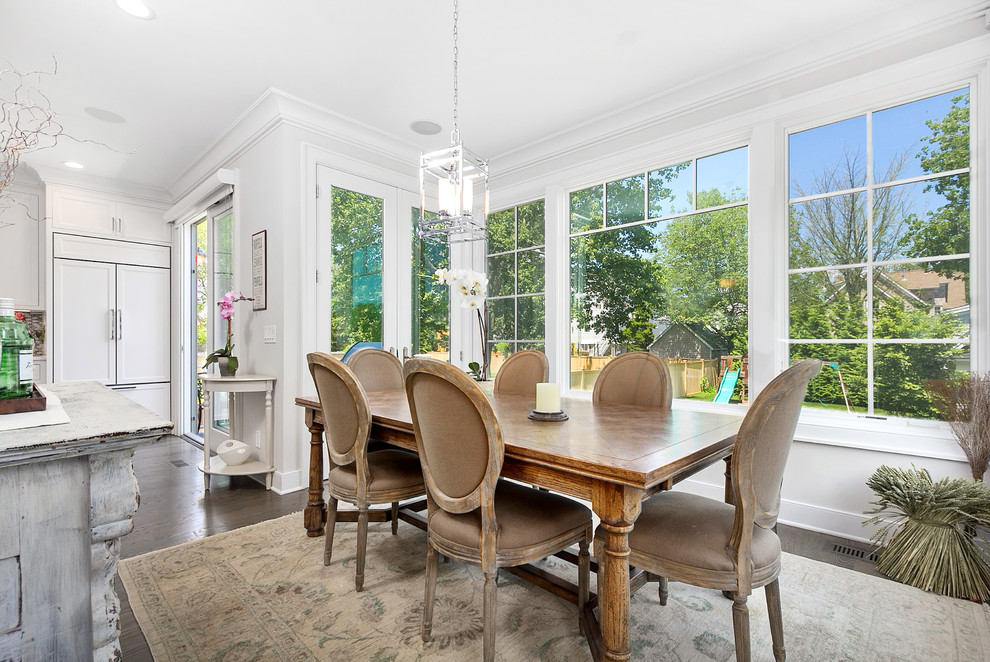 20 Fantastic Traditional Dining Room Interiors That Sparkle With Elegance 6