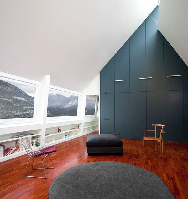 A Frame Anchored in Spanish Hills by Architects Cadaval Sola Morales 10