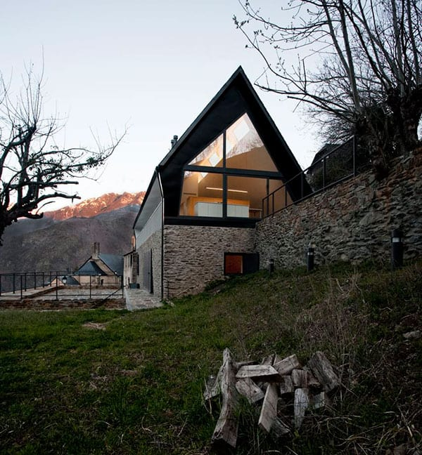 A Frame Anchored in Spanish Hills by Architects Cadaval Sola Morales 13