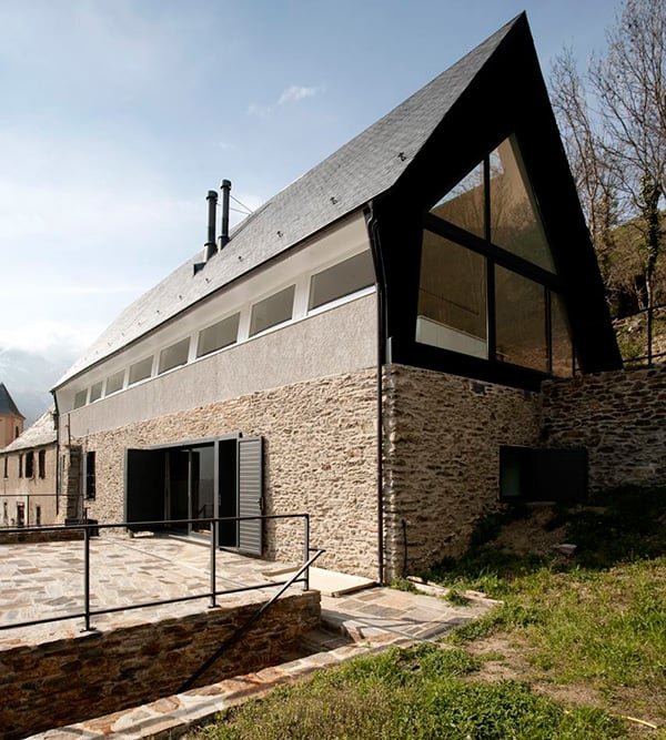 A Frame Anchored in Spanish Hills by Architects Cadaval Sola Morales 7