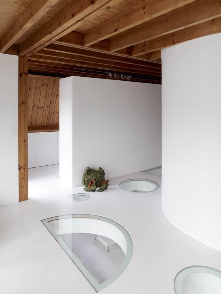 Red Core in a Shelter Entitled House VVDB by dmvA 2
