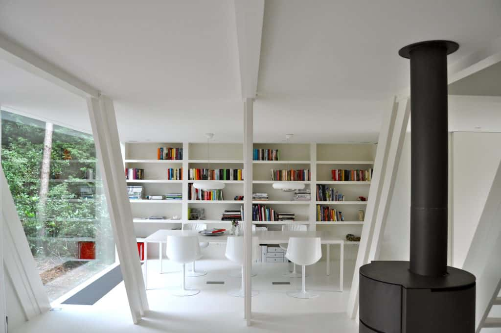 The Expression of an Extension vB4 by dmvA in Belgium 5