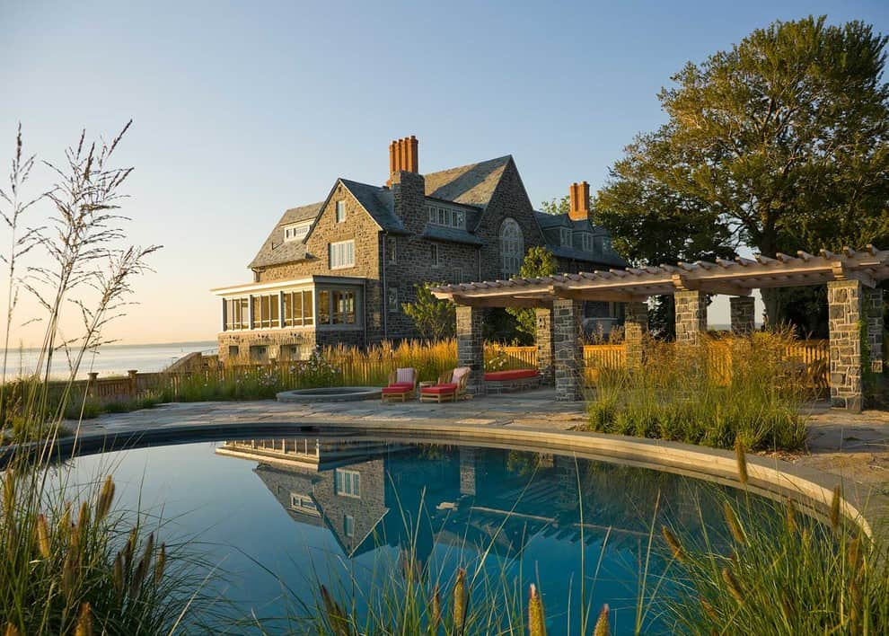 20 Dazzling Private Swimming Pools That Will Embellish Your Backyard 16
