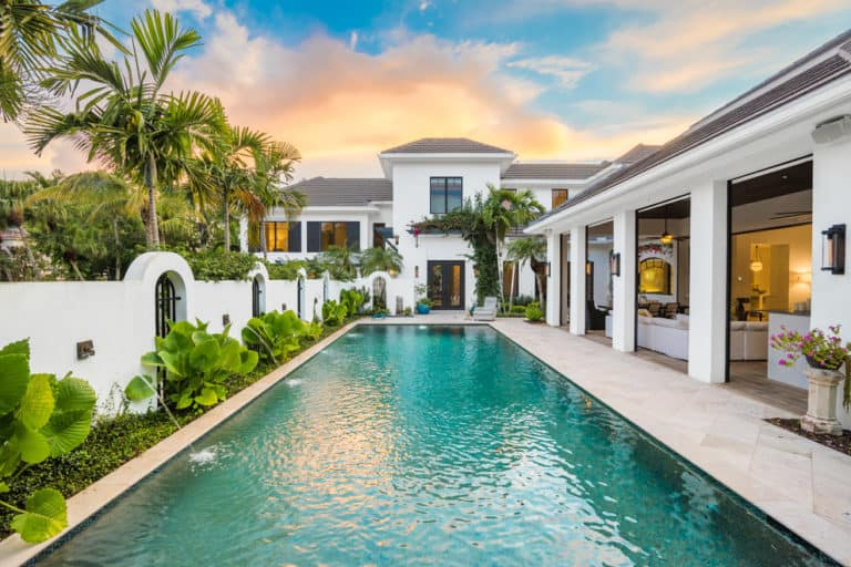 20 Dazzling Private Swimming Pools That Will Embellish Your Backyard 4