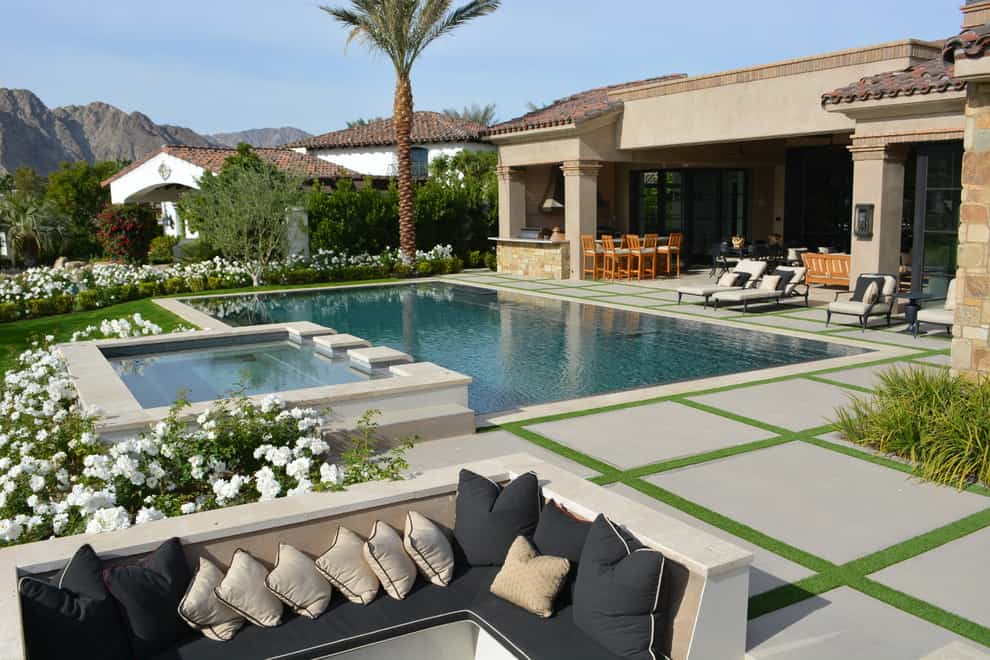 20 Dazzling Private Swimming Pools That Will Embellish Your Backyard 5