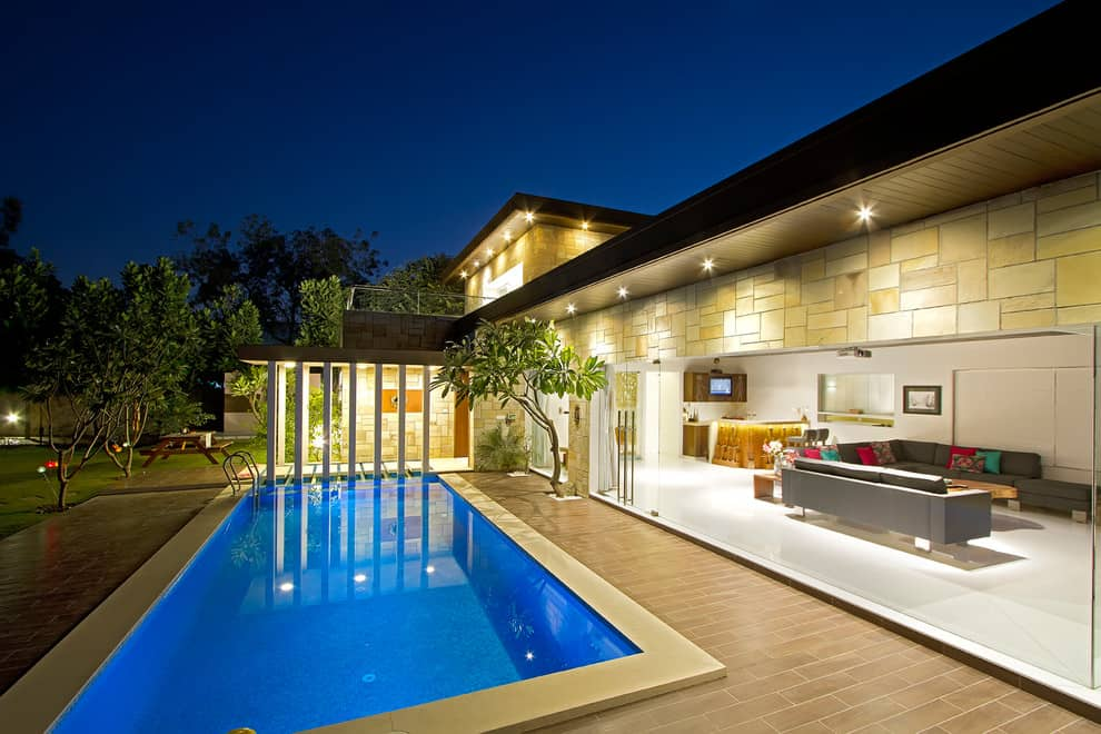 20 Dazzling Private Swimming Pools That Will Embellish Your Backyard 9