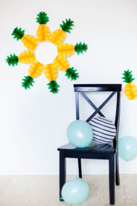 20 Fabulous DIY Summer Wreath Designs That Will Add Color To Your Porch 11