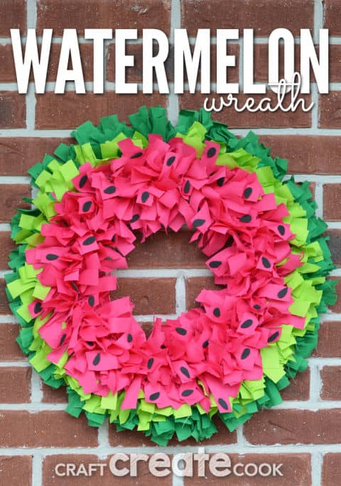 20 Fabulous DIY Summer Wreath Designs That Will Add Color To Your Porch 12