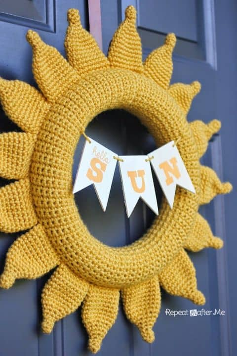 20 Fabulous DIY Summer Wreath Designs That Will Add Color To Your Porch 15