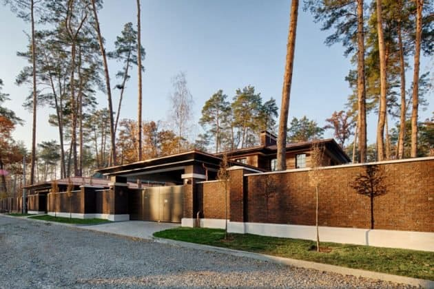 Inspired by F. L. Wright Yunakov Architecture Designed The Prairie House in Kiev 1