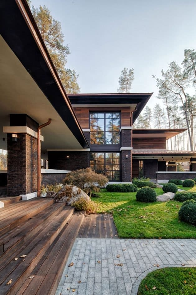 Inspired by F. L. Wright Yunakov Architecture Designed The Prairie House in Kiev 10