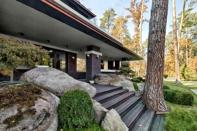 Inspired by F. L. Wright Yunakov Architecture Designed The Prairie House in Kiev 11