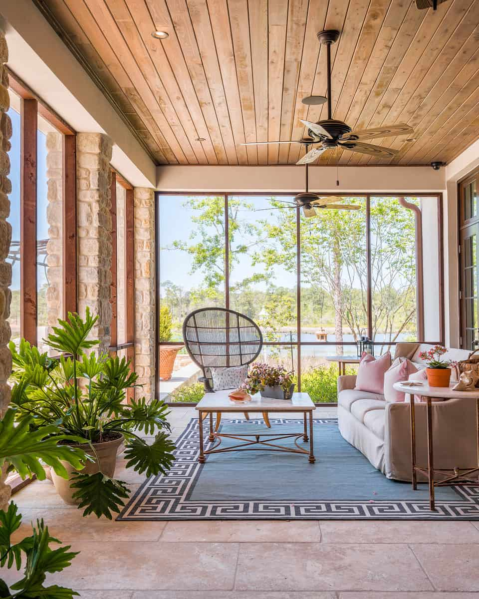 15 Peaceful Asian Living Room Interiors Designed For Comfort: Spectacular Sunroom Ideas That Will Bring Sunlight Into
