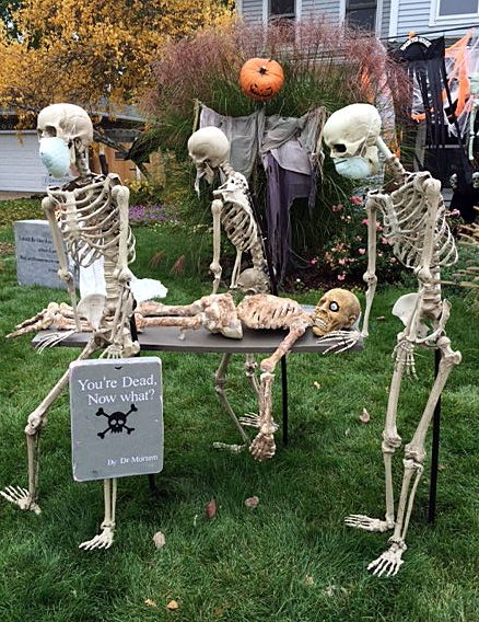 121. HILARIOUS SKELETON DECOR IDEA