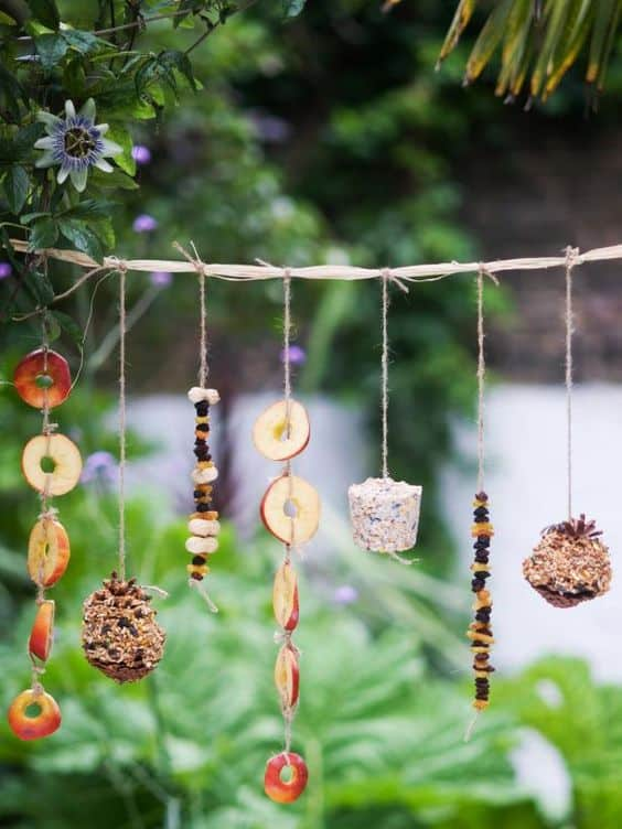 FEEDER GARLANDS