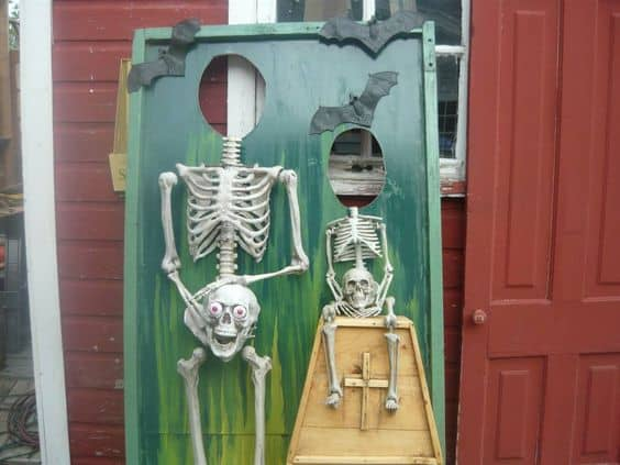 84. FUNNY SKELETON DECOR