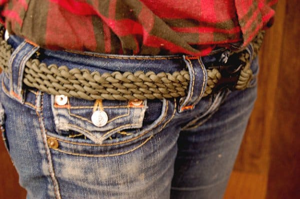 MAKE A BELT OUT OF PARACORD