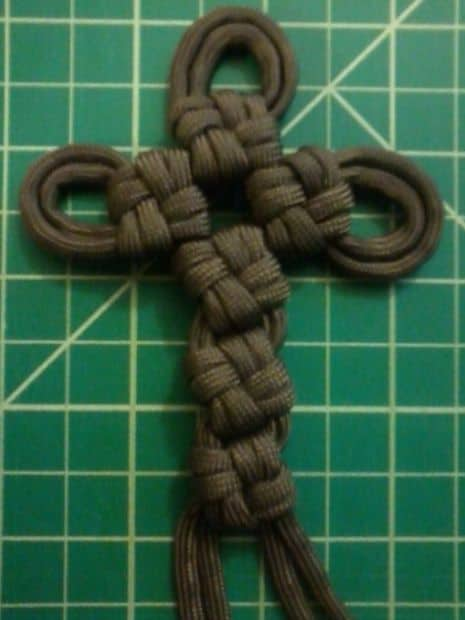 THE SUPER COOL PARACORD CROSS