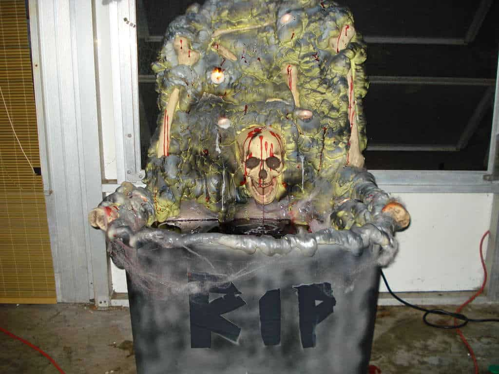 69. HALLOWEEN BLOODBATH FOUNTAIN