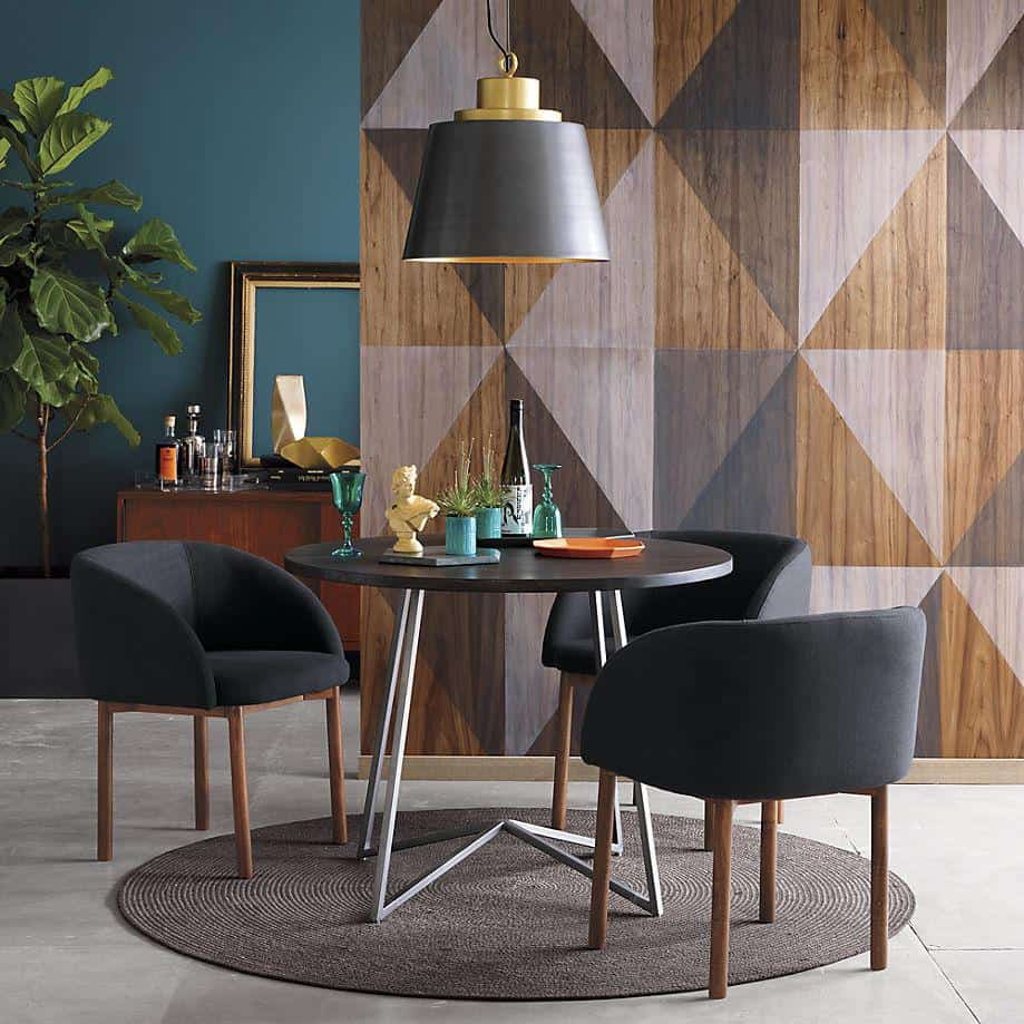 A statement wall makes a dining room stand out
