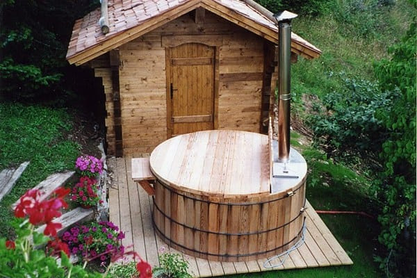 33 inexpensive diy wood burning hot tub and sauna design for Build a wood burning sauna