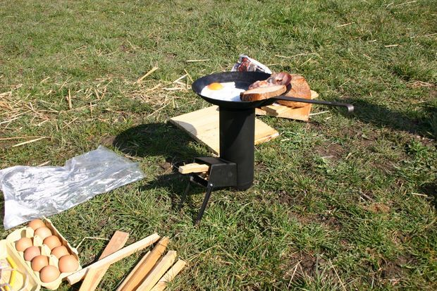 HOMEMADE STOVE PERFECT FOR CAMPING AND BACKYARD PICNICS