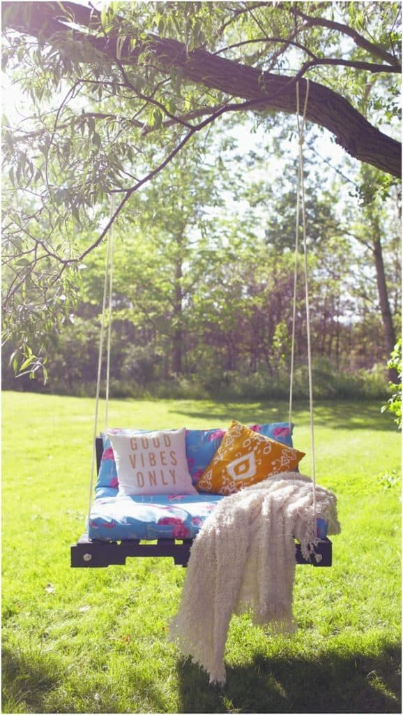 THE PALLET SWING