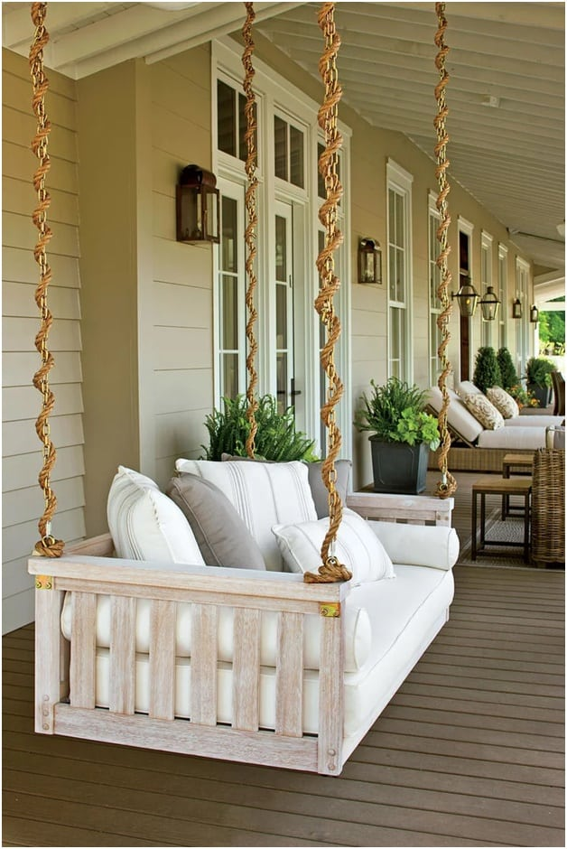 HE ROYAL WHITE PORCH SWING