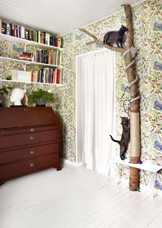 BRILLIANT SCULPTURAL WALL DIY CAT TREE