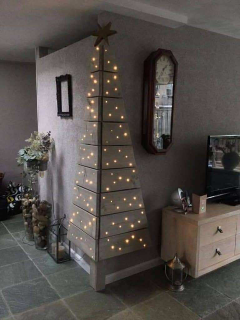 Creative Ways To Build A Christmas Tree In Small Apartments Homesthetics Inspiring Ideas For Your Home