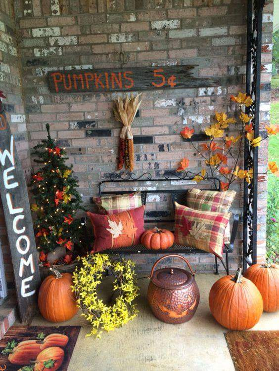 Using Pumpkins For Budget Thanksgiving Home Decorations