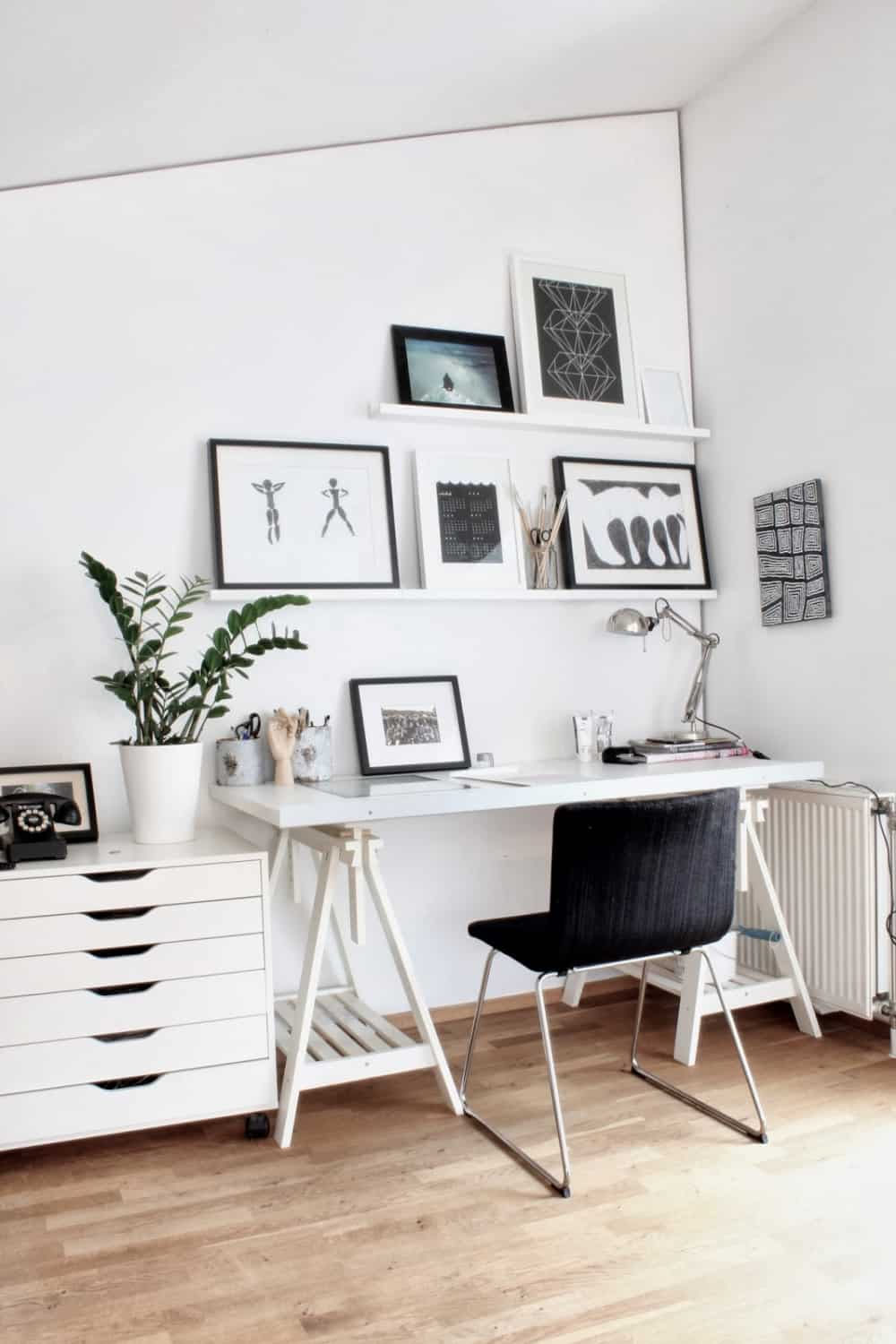 So The Minimal Decor Should Be First On Your Mind Then Use Bright Colors And Calming Backdrop These Offices Are Very Functional Practical