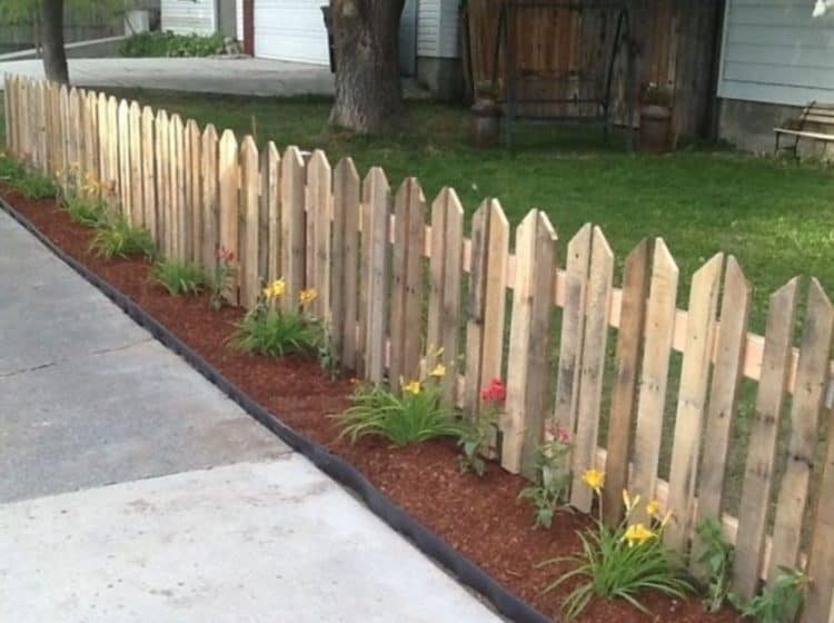 WOODEN PALLET FENCE WITH PLANTING SPACE