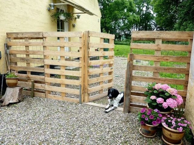 GATED PALLET FENCE