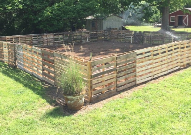 SQUARE PALLET FENCE IDEA