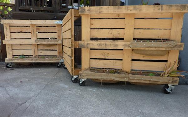 PALLET FENCE ON WHEELS