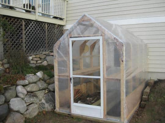 LEARN HOW TO MAKE A SIMPLE DIY GREENHOUSE