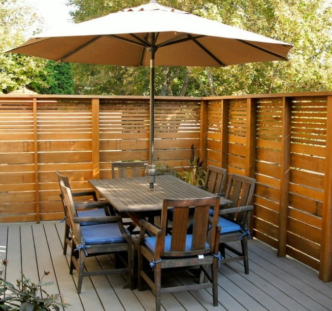 WOODEN FENCE FOR OUTDOOR DINING AREA